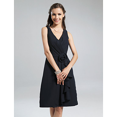 Lanting Bride® Knee-length Chiffon Little Black Dress Bridesmaid Dress - A-line V-neck Plus Size / Petite withFlower(s) / Ruffles / Side