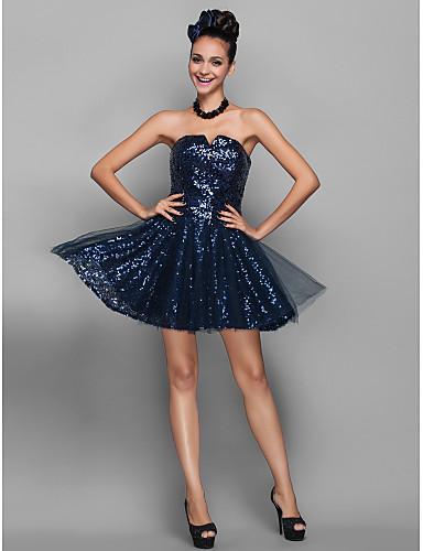 Vestido curto azul com paetês