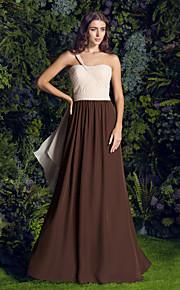 Lanting Bride® Svøpeslep Chiffon Brudepikekjole A-linje Enskuldret Plusstørrelse / Petite med Kryssdrapering / Krystallbrosje / Ruchiing