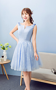 Knee-length Lace / Satin Bridesmaid Dress A-line Notched with Bow(s) / Lace