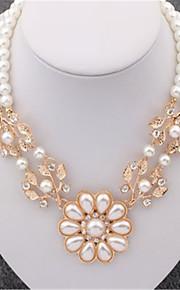 Modische Halsketten Halsketten Schmuck Perle / Aleación / Strass / vergoldet Hochzeit / Party / Alltag / Normal Goldfarben 1 Stück