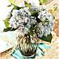 pet plavih hygrangeas umjetnog cvijeća sa sivom vazi
